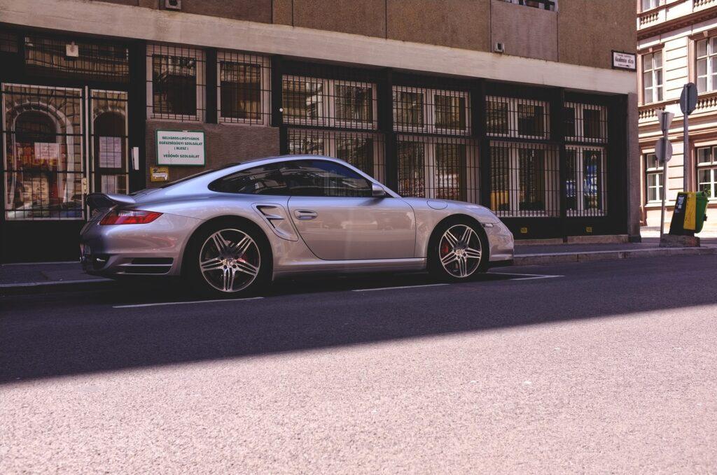 Silberner Porsche