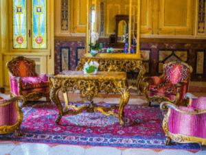 Eine schöne Auswahl an antiken Möbeln